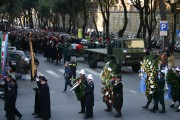 The casket, laid on a gun mount escorted by six Carabiniers, seven Commandos and Gonfaloni
